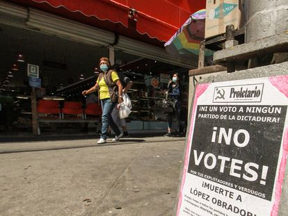 Fotografía de propaganda política que invita a no votar, el 24 de mayo de 2021, en la ciudad de Tijuana.