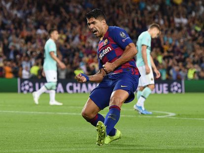 Luis Suárez celebra su primer gol ante el Inter.