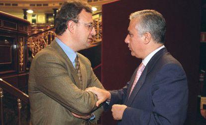 Jesús Caldera y Javier Arenas, en el Congreso en 2001.