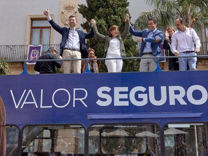 El secretario general del PP, Teodoro García Egea, la candidata popular, Isabel Bonig, y el candidato a la alcaldía de Gandia, Victor Soler, en una imagen de septiembre de 2019.