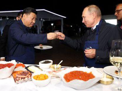 Los presidentes Xi y Putin asisten este martes al comienzo de las maniobras militares conjuntas