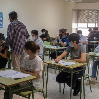 Inicio de las pruebas de Bachillerato Internacional en el Colegio San Francisco de Paula en Sevilla.