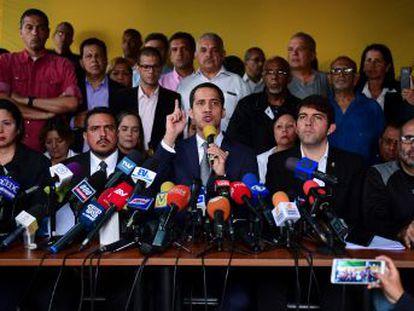 El presidente interino de Venezuela intenta aprovechar el descontento en las Fuerzas Armadas para provocar una ruptura
