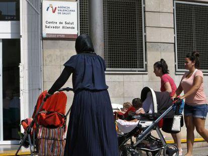 Centro de salud en Orriols, el barrio de Valencia con más población inmigrante.