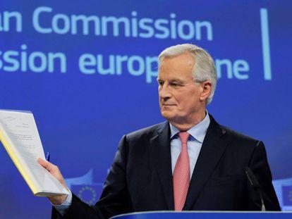 Michel Barnier, ayer en Bruselas, pidiendo que se aceleren las negociaciones del Brexit.