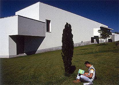 La claridad, simplicidad y precisión en la escala caracterizan el nuevo pabellón de la Fundación Serralves de Oporto, obra del arquitecto Álvaro Siza.