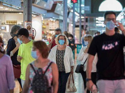 La mascarilla es obligatoria en lugares públicos si no se garantiza la distancia.