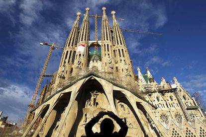 El recorrido urbano del Papa por Barcelona es de 3.5 kilómetros. La cifra que baraja el consistorio de personas que salgan a la calle es de unas 400.000 personas, parecida a la que se registró cuando el Tour de Francia tuvo una etapa en Barcelona.