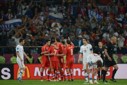 Los jugadores rusos celebran la victoria.