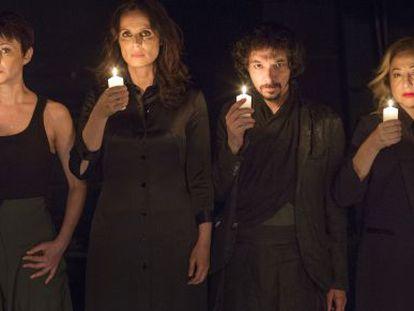 De izquierda a derecha, Manuela Paso, Aitana Sánchez-Gijón, Juan Antonio Lumbres y Carmen Machi, protagonistas de las tragedias que se representan actualmente en el Teatro de La Abadía de Madrid.
