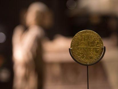La Gran Dobla de Pedro I de Castilla en el Museo Arqueológico Nacional que salvó Mateu y Llopis.