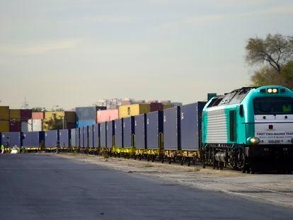 Tren de mercancías entre China y Europa, símbolo de las largas cadenas logísticas globales.