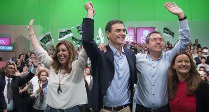 Díaz, Sánchez y el candidato del PSOE en Sevilla, Juan Espadas.
