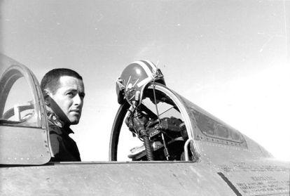 James Salter durante sus años de aviador.