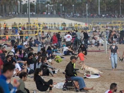 La Playa del Bogatell de Barcelona, este domingo.