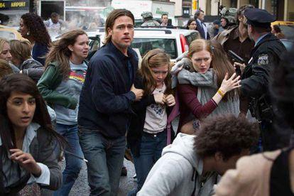 Brad Pitt salva a su familia en 'Guerra mundial Z'