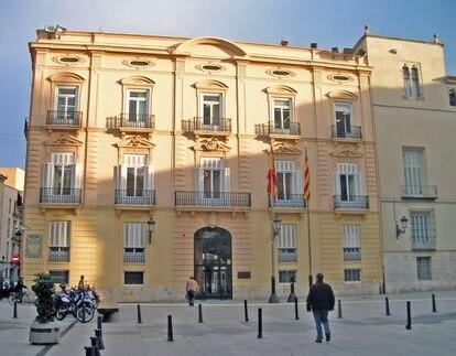 Fachada de la Diputación de Valencia.