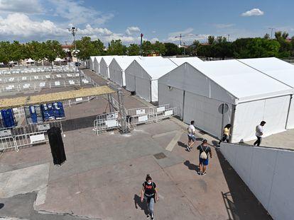 Vista de la instalación del recinto ferial de Torrejón de Ardoz (Madrid) con las carpas para hacer test a la población.