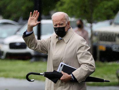 El presidente de EE UU, Joe Biden, el viernes por la tarde en los jardines de la Casa Blanca antes de partir hacia Camp David.