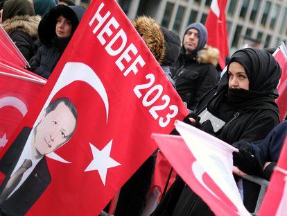 Partidarios del presidente turco Recep Tayyip Erdogan en la plaza Potsdamer de Berlín, en enero de 2020.