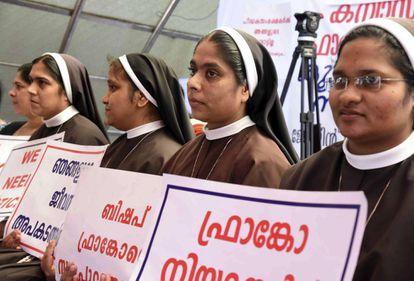 Monjas católicas piden, el 12 de septiembre, la dtención del obispo de Mulakkal por abusar de una compañera.