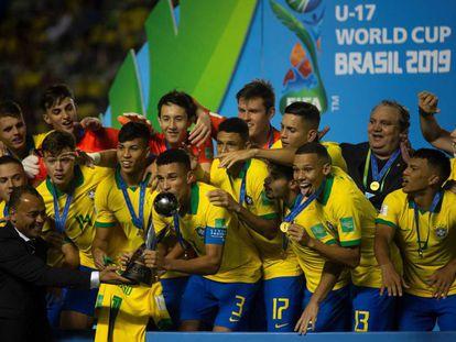 El equipo brasileño celebra su victoria.