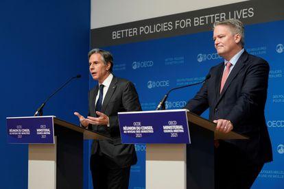 El secretario de Estado norteamericano, Antony Blinken, junto al secretario general de la OCDE, Mathias Cormann, al concluir esta semana  la Reunión Ministerial del organismo