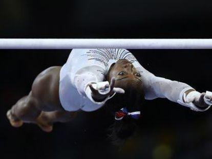 La espectacular gimnasta estadounidense vuelve a proclamarse campeona con el programa más difícil del mundo