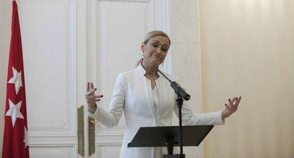 Cristina Cifuentes anuncia su dimisión, en mayo.