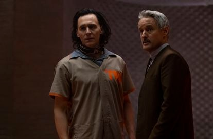 Tom Hiddleston y Owen Wilson en la serie 'Loki'.