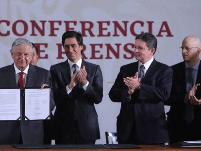 López Obrador, con los directores de HSBC, JP Morgan y Mizuho.