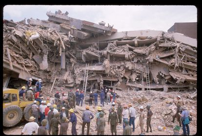 Building collapsed in Mexico City due to the 1985 earthquake.