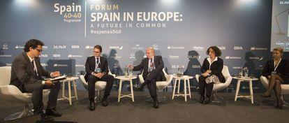 José Ignacio Torreblanca, Ignacio Faus, Joaquin Almunia, Ana Palacio y Verónica Pascual, este martes en Bruselas.