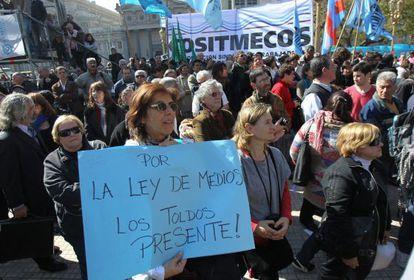 Manifestaciones en apoyo a la ley de medios en Argentina.
