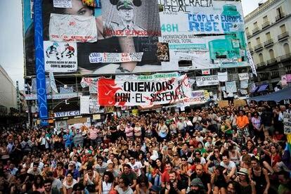 Imagen de la acampada de los indignados del movimiento 15-M en la Puerta del Sol, en Madrid, en el año 2011.