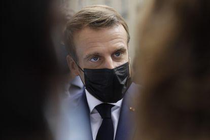 El presidente francés, Emmanuel Macron, ayer durante una visita a un hospital en París.