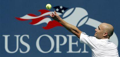 Agassi sirve en el último partido de su carrera, en el US Open de 2006.