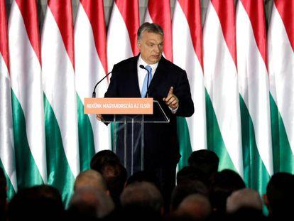 El primer ministro Viktor Orbán durante la presentación de su programa para las elecciones europeas el 5 de abril.
