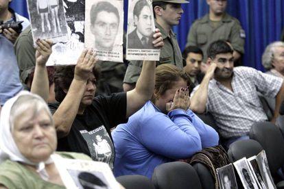 Asistentes al juicio iniciado en 2010 por crímenes de lesa humanidad perpetrados en Tucumán durante la dictadura.