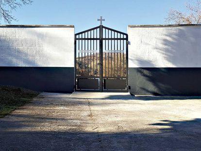 La entrada del cementerio de Villaverde (La Rioja).
