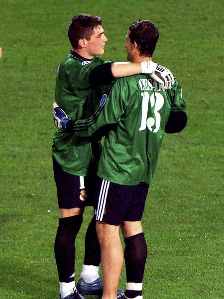 Casillas and César, after the final of the 2002 Glasgow Champions League.