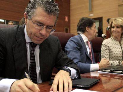 Francisco Granados, Ignacio González y Esperanza Aguirre, en la Asamblea de Madrid en 2011.