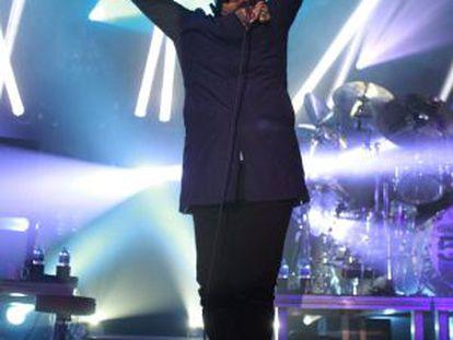 Jim Kerr, líder de Simple Minds, durante su actuación en La Riviera.