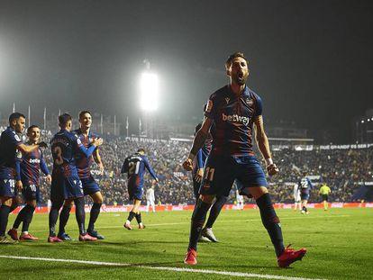 Morales celebra su gol ante el Madrid.