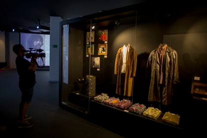 In the area reserved for how the legend of Camarón was forged, his museum displays clothes and the tape recorder he used to rehearse.