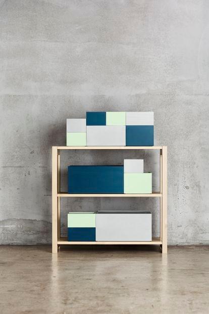 Sistema de almacenamiento de caja de madera Lundia, que se adapta a los estantes principales de esta empresa finlandesa.