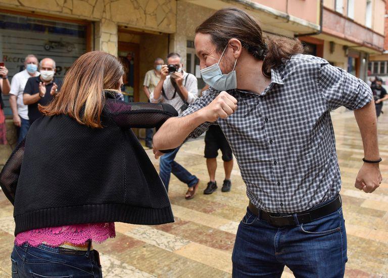 Pablo Iglesias participa con Miren Gorrotxategi en Durango en un acto electoral el último día de la campaña.