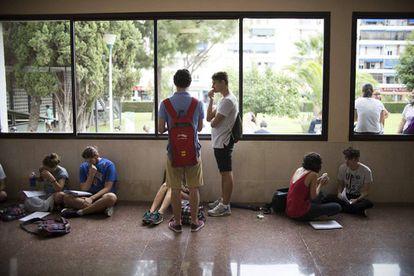 Alumnos en un centro educativo.