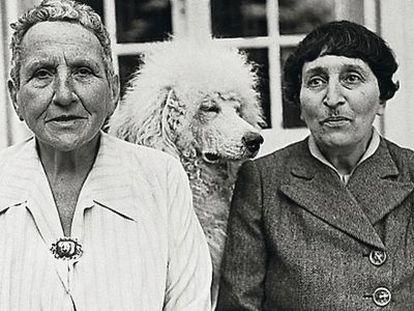Gertrude Stein, con su pareja, Alice B. Toklas.