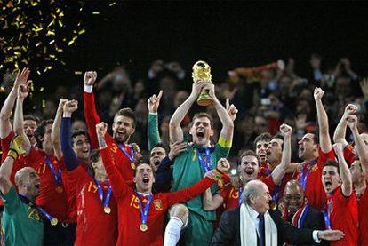 El mundial de fútbol, Piqué (en la foto, con Shakira), el anuncio de Obama de la muerte de Bin Laden y la boda real británica, 'trending topics' recientes y del año pasado.